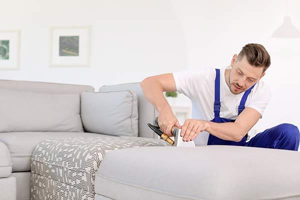очистка дивана моющим пылесосом